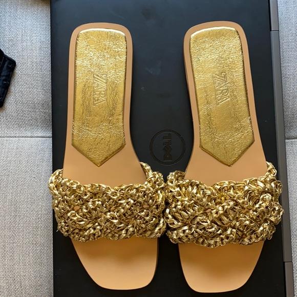 Zara Low Heel Woven Metallic Sandals — Brand New!!